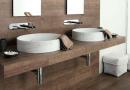 Dřevo v koupelně je trendy, použijte ho – jak na to?