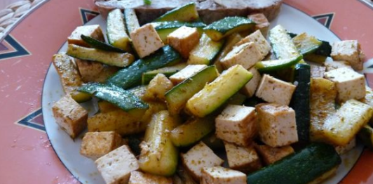 Pečená cuketa s tofu je dobrý tip na zdravou večeři