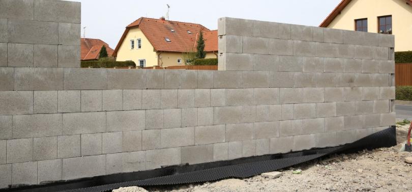 Výstavba domu z tvárnic